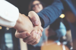 People with weak handshakes may be more likely to suffer from a weaker heart, new research suggests. Image: littlehenrabi via iStock