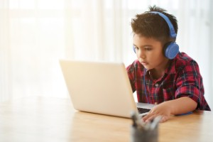 Children can gain more from the use of tablet computers than traditional speech therapy methods, new research has suggested.